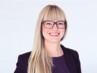 Claudia-Ullrich-Kontaktlinsen-Spezialistin-Augenoptiker-Meisterin